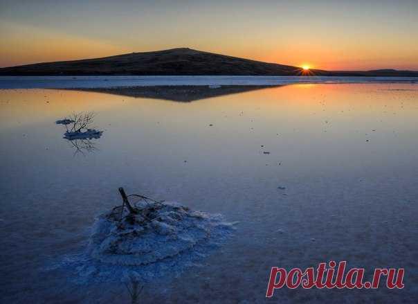 Закат над Кояшским озером, Крым. Автор фото – Ростислав Машин: nat-geo.ru/photo/user/15478/