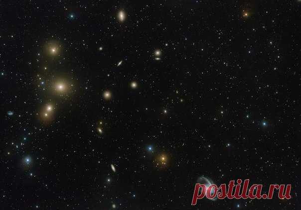 Снимок скопления галактик в Печи, полученный на VST / Популярная астрономия