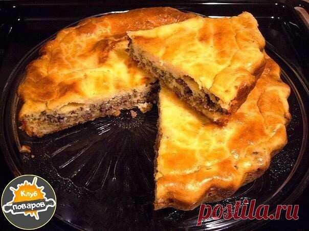 Самые быстрые пироги: топ-6 рецептовДля тех у кого совсем нет времени готовить!  1) Пирог с мясом  Ингредиенты:  Для теста:  2 яйца  1/2 ч. л. соли  1 стакан муки  1 стакан кефира  1 ч. л. соды.  Для начинки:  300 г фарша  2-3 луковицы (порезать кубиками)  соль, перец — по вкусу.  Приготовление:  Кефир смешиваем с содой и оставляем минут на 5. Затем добавляем остальные ингредиенты и хорошо перемешиваем.Смазываем форму маслом, посыпаем мукой и выливаем половин...
