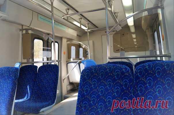 Поезд в Тунисе. Все поезда в Тунисе, даже ночного следования, имеют только сидячие места, здесь нет ни купе, ни плацкарта; есть отличие вагонов по уровню комфорта – это расстояние между креслами. Преимущество перемещаться по стране поездом – это низкая стоимость билетов.