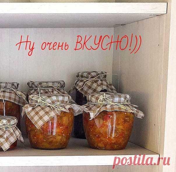Хочу поделиться с вами рецептом баклажанной икры, которая нашей семье настолько, что все закрытые мною 12 банок были съедены за неделю   Итак, нам понадобится:  2 кг баклажан  1 кг лука  1 кг моркови  1 кг перца  1 кг помидор  соль, сахар по вкусу  растительное масло  Чистим баклажаны, лук, морковь. Баклажаны трём на крупной терке или режем мелкими кубиками. Мелко шинкуем лук, трём морковь. Наливаем в казан или другую посуду с толстым дном растительное масло , примерно, 10...