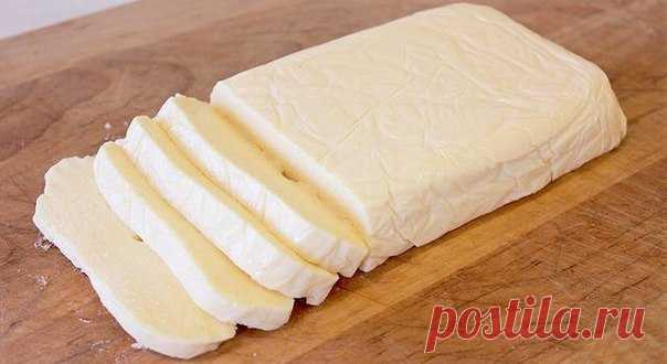 El queso de casa bajo en calorías del kéfir. ¡A 100 gramo solamente 51.¡02 kkal!