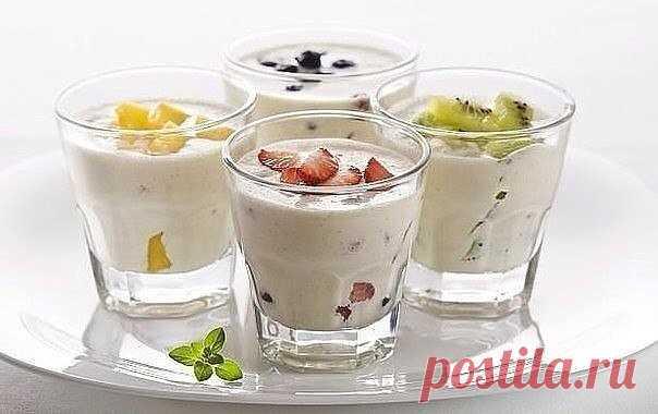 РЕЦЕПТ МОЛОЧНЫХ КОКТЕЙЛЕЙ В БЛЕНДЕРЕ   Коктейль Классический Взбейте в блендере  1 часть мороженого  с двумя частями молока.  Далее уже по своему настроению и вкусу добавляйте любые вкусности на свой выбор — шоколад, ягоды, сиропы, орешки, сгущенку и.т.д. Если коктейль получается жидким, то делайте пропорцию 1:1. Также коктейли украшайте по своей фантазии — стружкой из шоколада, из кокоса, орешков или цукатов.   Коктейль Ванильное небо Смешать в блендере  молоко 100 мл,  в...