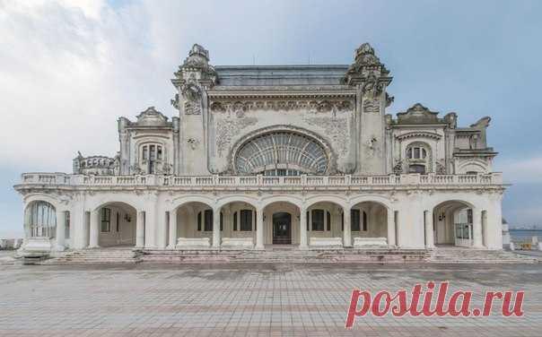 Заброшенное казино в Румынии 👌 Фотограф Роман Вейллон (Romain Veillon) сделал несколько снимков казино внутри и снаружи.