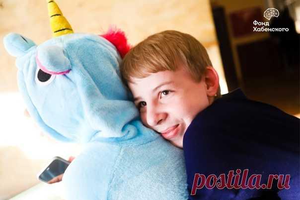 «Сегодня Благотворительный Фонд Константина Хабенского празднует день рождения! 🎉 Уже 13 лет Фонд помогает детям и молодым взрослым бороться с онкологическими и другими тяжелыми заболеваниями головного и спинного мозга - оплачивает обследования, лечение, препараты, реабилитацию, оказывает психологическую поддержку и организует выездные реабилитационные программы. Компания H&M очень гордится сотрудничеством с Фондом Хабенского и от всей души благодарит команду Фонда за ту большую и важную…