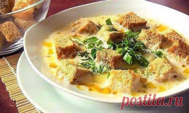 Сырный супчик на скорую руку Сырный суп — это быстрое, сытное и согревающее блюдо. Смело зовите гостей и в теплой компании наслаждайтесь его сливочным вкусом!Ингредиенты:Куриные ножки — 2 шт.Плавленые сырки — 2 шт.Картофель — 4 шт.Морковь — 1 шт.Лук — 1 шт.Сухарики — 50...