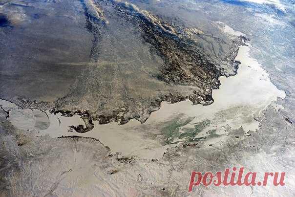 Озеро Балхаш может постичь такая же участь, что и Аральское море. Посмотрите, как выглядит водоем с борта МКС.