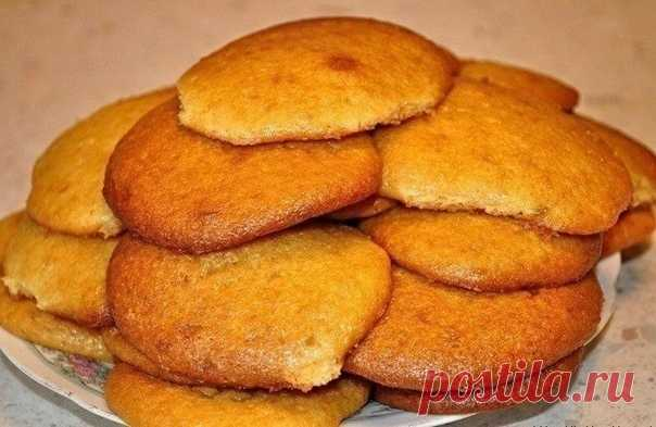 Печенье на завтрак с кофе  Зачем покупать магазинное печенье, когда очень быстро можно приготовить их самому. Любой хозяюшке будет несложно испечь к любимому кофе на завтрак буквально за 10-15 минут. Рекомендую!  Для приготовления понадобится: 250 гр. майонеза, 1 яйцо, 0,5 стак. сахара, 1 стак. муки, 1 ч.л. ванильного сахара или лимонной цедры, 1/3 ч.л. соды.  Приготовление: Яйца взбить с сахаром + майонез, муку и соду. Получится тесто как на оладьи. На противень выстелить...