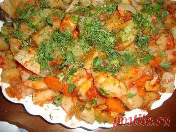The company recipe of the most tasty potato in an oven: beautifully and appetizingly \u000d\u000a\u000d\u000a\u000d\u000aWrite down the recipe!\u000d\u000a\u000d\u000a\u000d\u000a\u000d\u000a\u000d\u000a\u000d\u000a\u000d\u000a\u000d\u000a\u000d\u000a\u000d\u000aIngredients:\u000d\u000aPotatoes — 5 large pieces. Onions — 2 pieces. Carrots — 1 piece. A tomato — 2-3 tbsps. Vegetable oil — 2-3 tbsps of Zelenspetion\u000d\u000aPreparation:\u000d\u000a\u000d\u000a1. To cut potatoes sr …