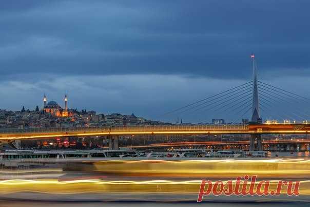Стамбул на рассвете. Автор фото – Ростислав Бычков, участник фотоконкурса «Турция: почувствуй вкус жизни», организованного вместе с Turkish Airlines: bit.ly/FeelTheTasteOfLife