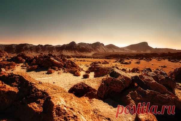 Марсианский пейзаж в национальном парке Тейде, Тенерифе (Испания). Снимал Вячеслав Ложкин (VLin): nat-geo.ru/community/user/207722