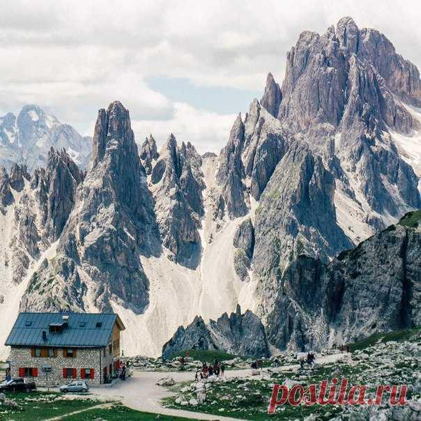 El hotel en las montañas