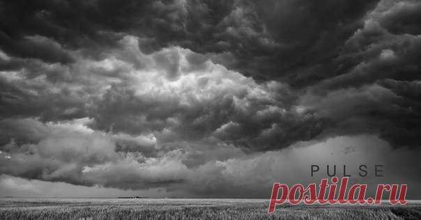 Фотограф из Аризоны создал невероятную красоту: короткометражный черно-белый фильм о грозе в формате 4К.