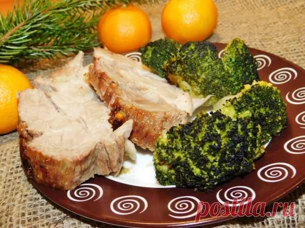 Ароматная буженина в духовке     Хочу поделиться рецептом, как приготовить быстро и вкусно мясо в духовке. Его можно подать на праздничный стол в горячем виде. А можно остудить и использовать в качестве нарезки для бутербродов.  …