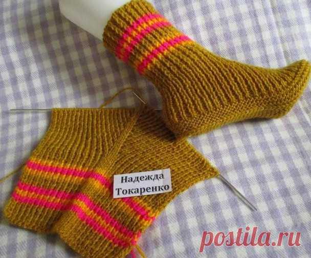 Оригинальные носочки на двух спицах... Если в доме есть только две спицы - это не повод оставаться без вязаных носков! Теплые красивые вязаные носки— это лучший подарок для твоих ног вхолодную зиму. Донедавних пор ихвязали используя 5 спиц, что пугало многих рукодельниц, аособенно, новичков вэтом деле. Нопрогресс смело...