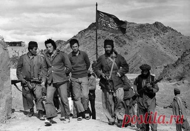 У жителей современной России, Афганистан, как правило, ассоциируется с боевыми действиями СССР в восьмидесятых годах прошлого века. Тем не менее, представители советской разведки в Афганистане работали на протяжении всего XX столетия. Многие из них оказались в плену, но русские, как известно своих на войне не бросают.
