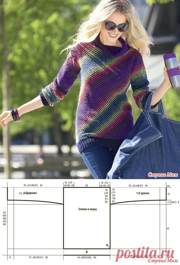 Яркий свитер спицами с диагональным узором.
