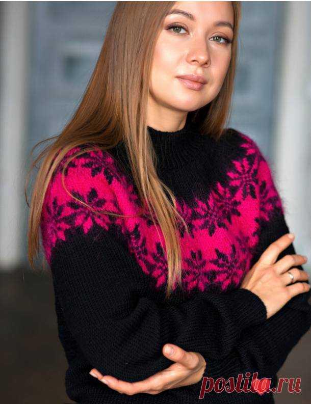 Очень женственный пуловер красивым жаккардом к Новому Году .Спицы