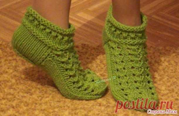 Укороченные ажурные носочки спицами