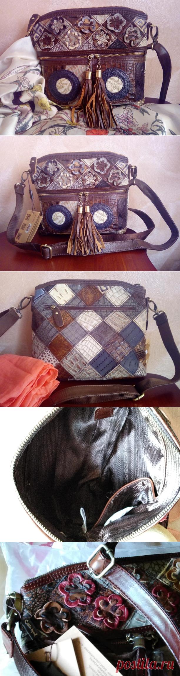 Сказать, что она отличная, ничего не сказать, она великолепна. Пищу от восторга. Сумка сразу понравилась, превзошла все ожидания. Все соответствует описанию. Кожа 100%, запах кожи присутствует. Посылка была хорошо запакована. Внутри сумки находился пакет с воздухом. Цветочки на сумке почти не помялись. Ремешок у сумки длинный, регулируемый под любой рост, немного грубоват, но не критично.. Внутри сумки есть кармашек на молнии и два кармашка без молнии. Снаружи сумки   объёмная вязка  