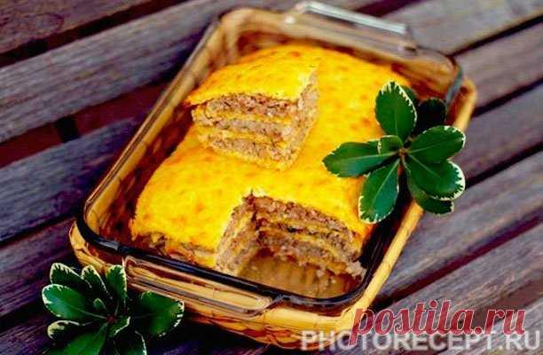 El pastel hojaldrado de queso con el picadillo de gallina.