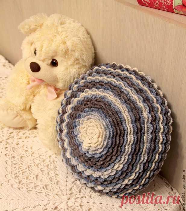 """Подушка """"Цветок"""" украсит любой интерьер, привлечет внимание и станет любимой вещью в вашем доме"""