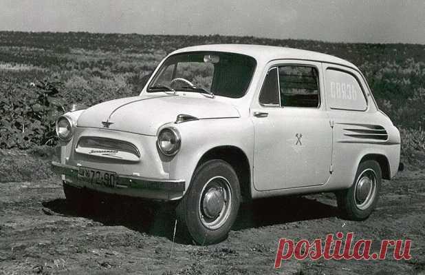 В нашей стране леворульные автомобили массово стали выпускать после 1937 года. В тот год нарком Николай Ежов подписал указ о запрете пользования транспортных средств с рулем справа. Тем не менее крупнейшие заводы продолжали выпуск «неправильных» машин и свет увидели праворульные «Волги», и «Жигули», и «Москвичи».