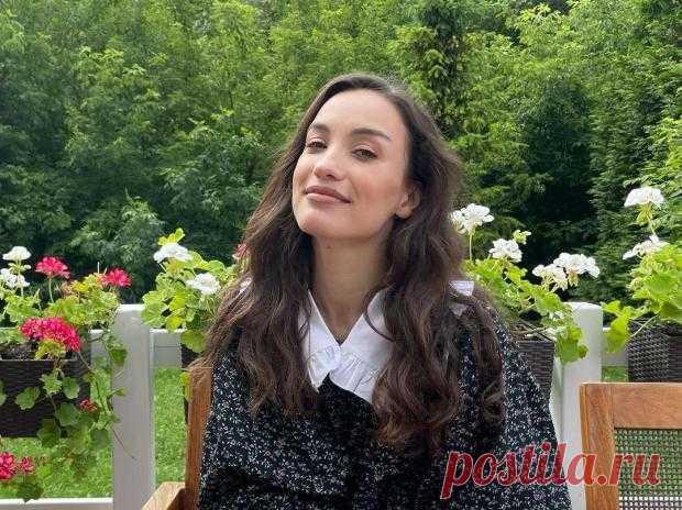 Виктория Дайнеко спровоцировала слухи о свадьбе новым фото в роскошном наряде