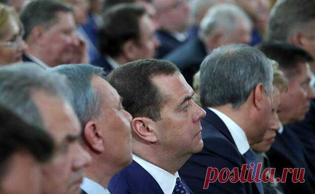 Госдума одобрила законопроект, позволяющий Путину и Медведеву быть пожизненными сенаторами - Ваше мнение - медиаплатформа МирТесен Депутаты Государственной думы России приняли в первом чтении законопроект о новом порядке формирования Совета Федерации. Согласно одному из положений данного законопроекта, бывшие президенты России могут получать статус пожизненного сенатора. Таким образом, на сегодня такую привилегию могут