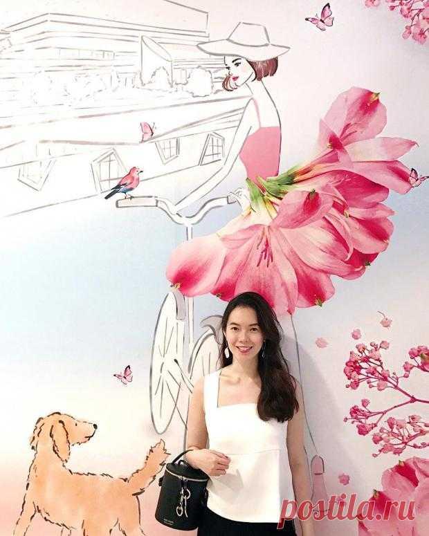 Модный иллюстратор из Сингапура создаёт шедевры сочетая рисунки с живыми цветами