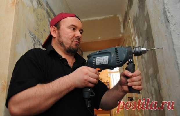 Hasta skolki es posible taladrar en los días de trabajo y el fin de semana: las reglas de la realización de la reparación en la casa de pisos