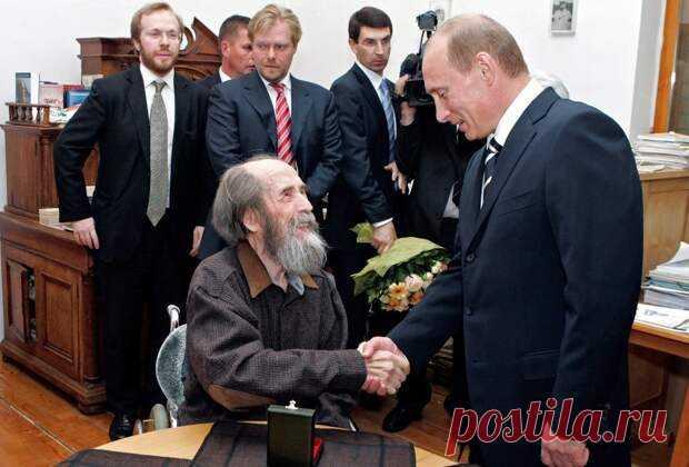 Солженицын по вранью на первом месте в мире. А вот – и факты - Абсолютный рейтинг - медиаплатформа МирТесен «Солженицын по вранью на первом месте в мире» - эта фраза Евгения Спицына очень «кольнула» известного российского журналиста Андрея Караулова. И тот вызвал известного историка на откровенный и конкретный разговор – какие факты того, что Солженицын действительно врал. Он попросил привести