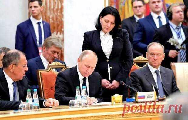 Россия не теряет постсоветское пространство, а переформатирует его под себя - Взгляд - медиаплатформа МирТесен Ряд непростых событий, произошедших и происходящих ныне в самых разных странах бывшего СССР, некоторые эксперты, причем как на Западе, так и в нашей стране, восприняли как повод для утверждений о «сдаче Россией своих позиций на «постсоветском пространстве». Кое-кто договорился и дописался аж до
