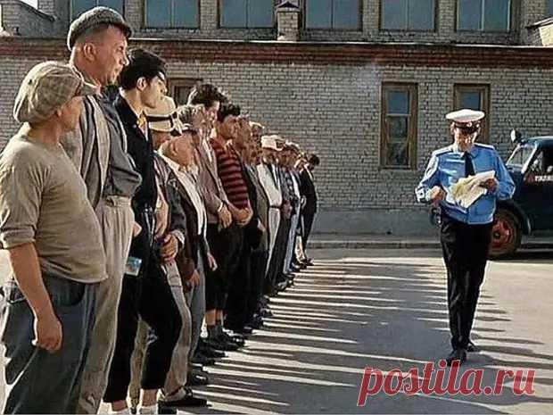«Ну, граждане алкоголики, хулиганы, тунеядцы…»: методы исправления по-туркменски - ХОЛЛИВИЗОР - медиаплатформа МирТесен