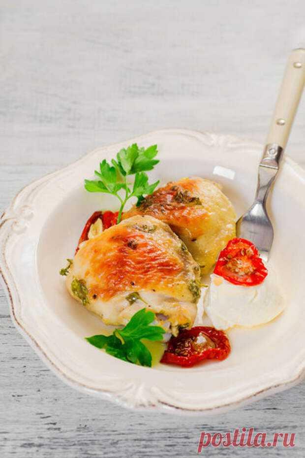 Курица в йогурте (в духовке) - БУДЕТ ВКУСНО! - медиаплатформа МирТесен Сегодня предлагаю Вам рецепт диетической курицы в йогуртовом маринаде.Рецепт подойдет и для диеты, и для детей (снимите зажаристую кожицу), и для быстрого обеда или ужина. ИНГРЕДИЕНТЫ куриные голени, бедра 6 шт (600-700 г) натуральный йогурт (можно заменить нежирной сметаной) 250 мл чеснок