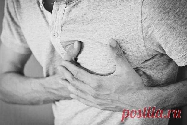 Определены симптомы, которые проявляются только перед инфарктом - Будь в форме! - медиаплатформа МирТесен Инфаркт - опасное заболевание, которое может привести к серьёзным осложнениям и летальному исходу. Кардиологи выделили симптомы, которые проявляются исключительно перед инфарктом.Самым распространенным признаком наступления сердечного приступа считается острая боль, которая возникает в районе