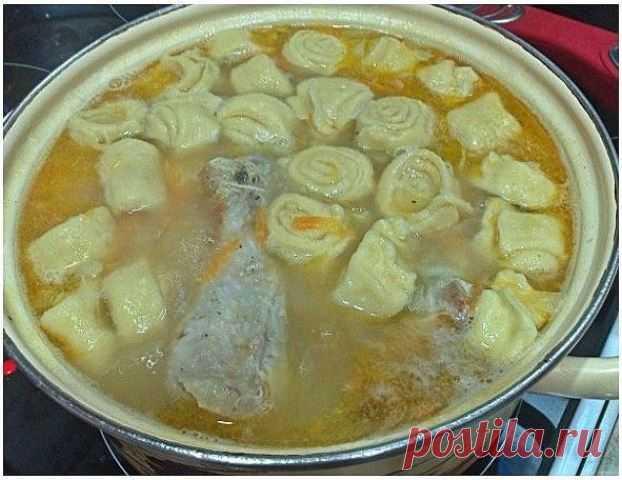 КУРИНЫЙ СУП С ЧЕСНОЧНЫМИ ГАЛУШКАМИ-РУЛЕТИКАМИ Рецепт этого супа я дала своей подруге, которая жаловалась, что ее ребенок...
