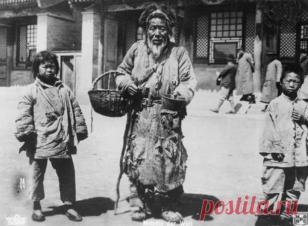 Вы знали, что у одного из тибетских народов принята полиандрия? Несколько братьев брали в жёны одну женщину. Такая система защищала потомство от нищеты в случае гибели кормильца. Жена носила головной убор с рогами: сколько мужей, столько и рогов. Удивительно, но в настоящее время этот народ живёт в Непале и сохраняет обычаи предков.