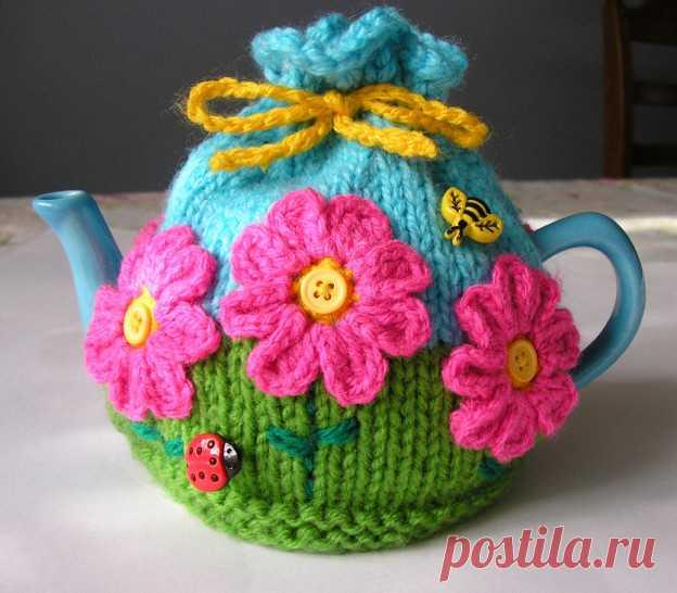 Нарядный чехол - грелка на чайник спицами  Как спицами связать на чайник нарядный чехол Чтобы чай дольше оставался горячим и настой был крепче, да и просто для красоты, можносвязать грелку на чайник. Связать на чайник спицами чехол можно как…