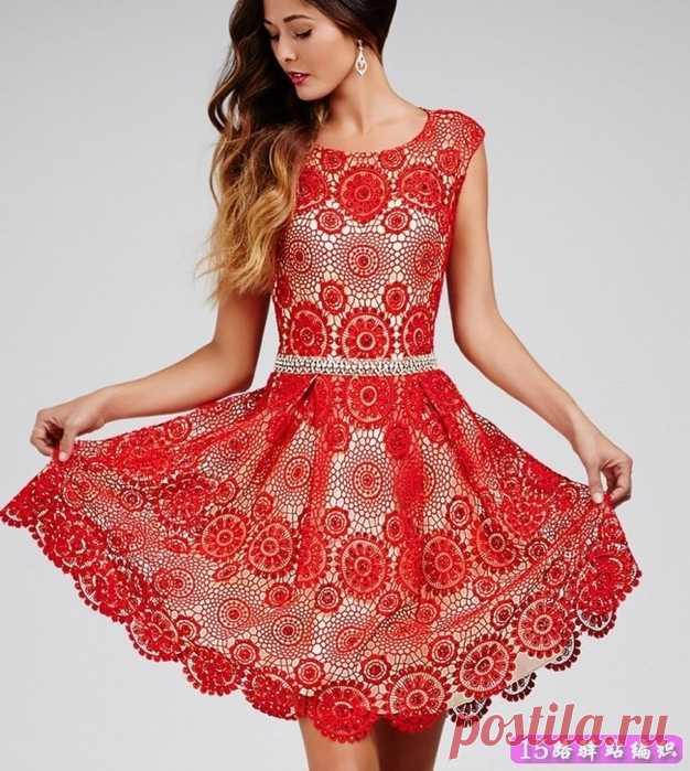 Красное платье из мотивов крючком