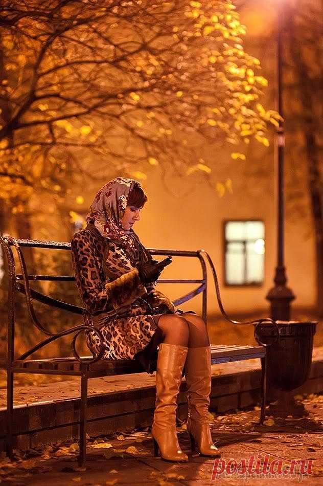 Снова осень (Стих) Осень в окошко моё постучала,Преобразила сумятицу дней.Ранняя осень. Сентябрь. Начало.Время каминов и частых дождей.Время прогулок по гулкому лесу,Время прохлады и смены одежд.Время мгновенных открыти...