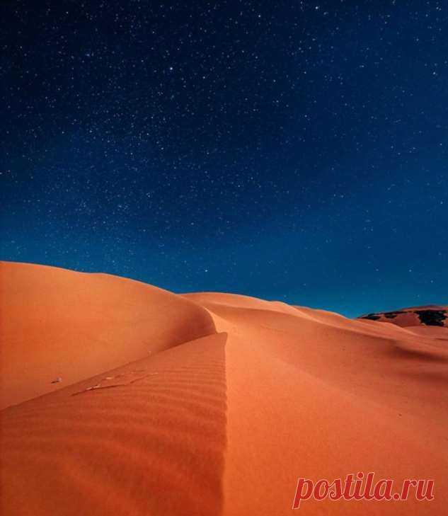20 человек, которые ради потрясающего снимка были готовы спать под открытым небом и карабкаться ночью по горам . Милая Я