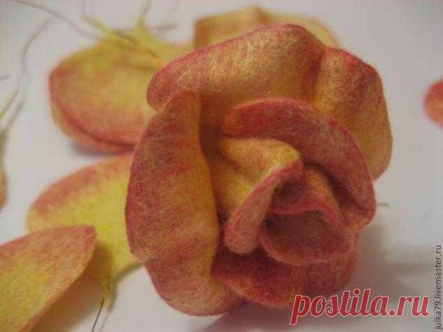 Валяная цветочная брошь — Сделай сам