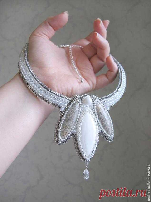 El collar \