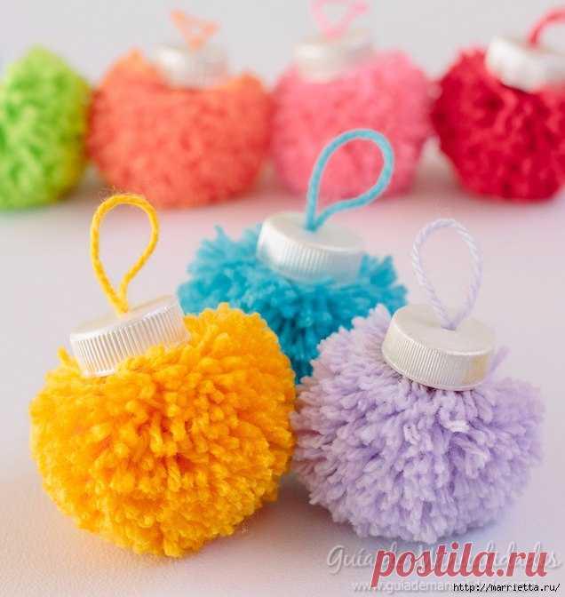 Елочные игрушки из помпонов своими руками — Поделки с детьми