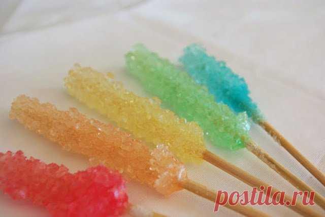 Сладкие кристаллы - вкусный научный эксперимент! Создание сладких кристаллов - это отличный способ провести вкусный научный эксперимент! Для этого нужно немного подсобныхматериалов, много сахара и еще