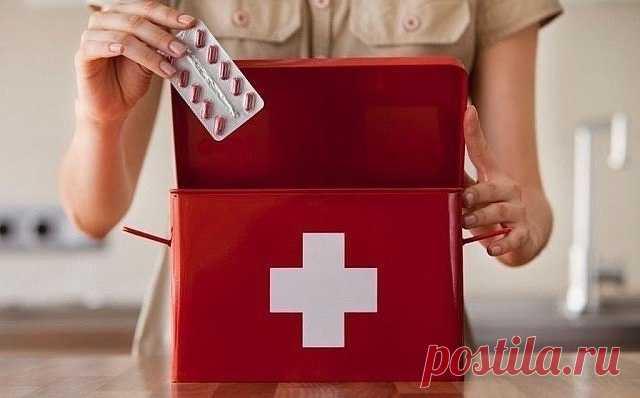 Предметы и медикаменты, которые должны быть в домашней аптечке.