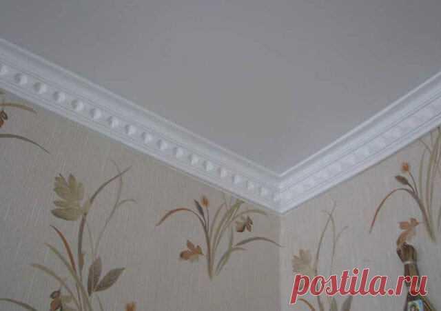 Как стыковать потолочный плинтус в углах: как правильно состыковать, соединить, стыковка и подгонка в углу потолка