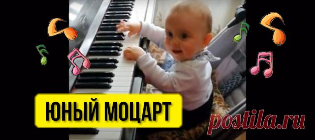 STREKOZA - Блог самой обычной мамы.: Мой маленький Моцарт. Малыш играет на пианино. Видео.