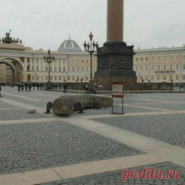 Гигантские животные на улицах Питера